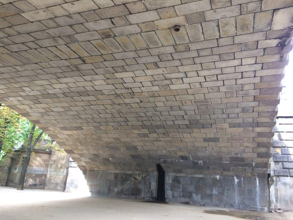 Odborníci zahájili průzkum mostu Legií, několikrát tu proto dojde k omezení dopravy.