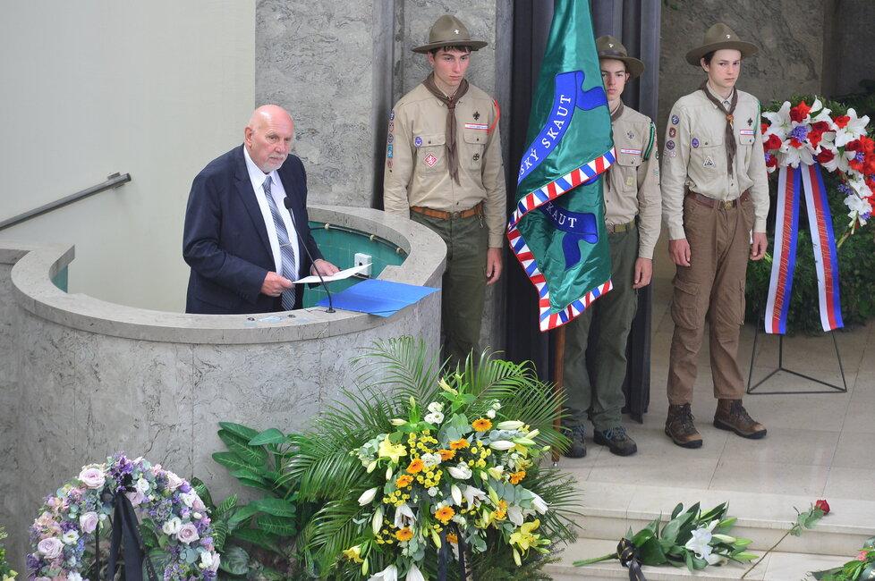 Pavel Rychetský při smutečním proslovu na pohřbu první dámy české justice Dagmar Burešové