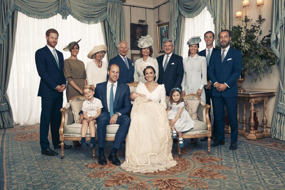 Oficiální fotografie ze křtu prince Louise fotil Matt Holyoak, královna s manželem chyběli.