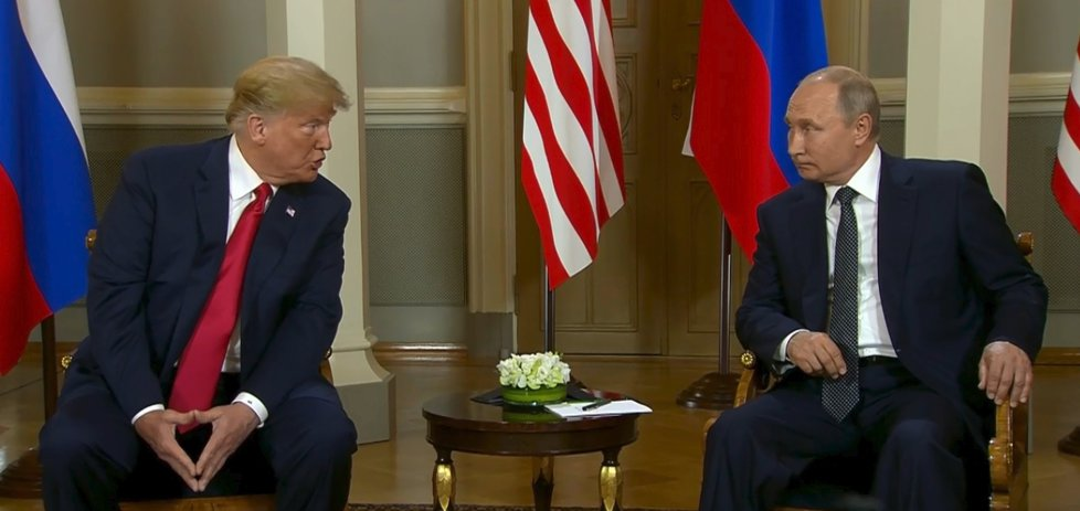 Americký prezident Donald Trump a jeho ruský protějšek Vladimir Putin v Helsinkách (16. 7. 2018)