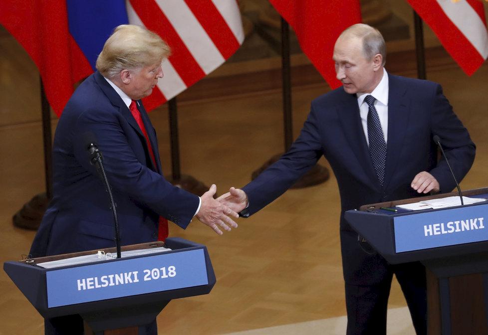 Společná tisková konference Donalda Trumpa a Vladimira Putina.