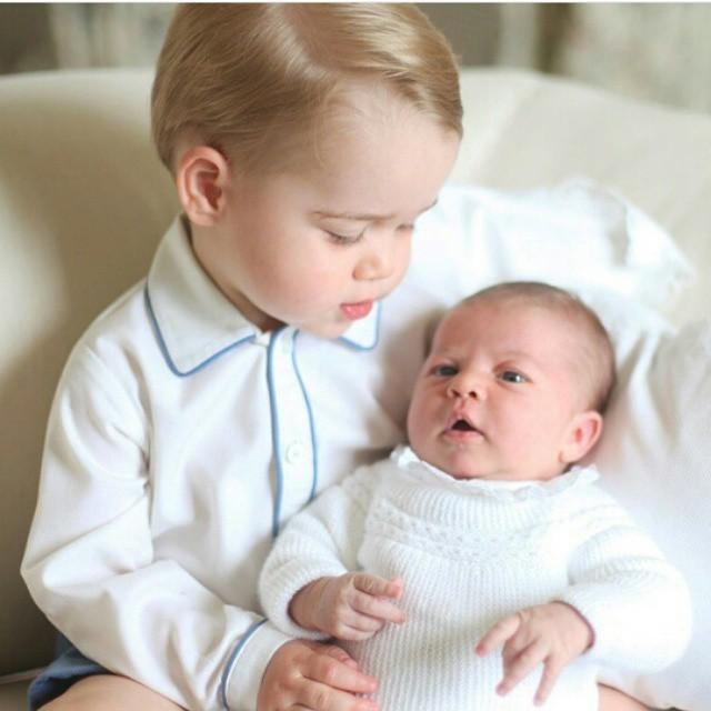 Princ George se sestrou princeznou Charlotte