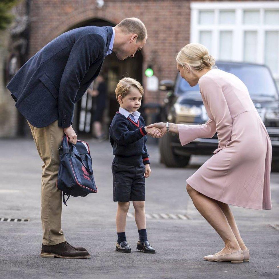 Princ George při nástupu do školy