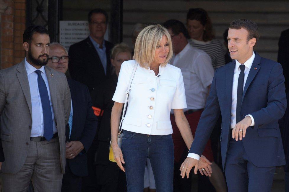 Zleva: Alexandre Benalla, Brigitte Macronová a Emmanuel Macron.