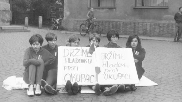 Fotografii pořídil Jan Palach patrně 21. srpna 1968 v Praze.