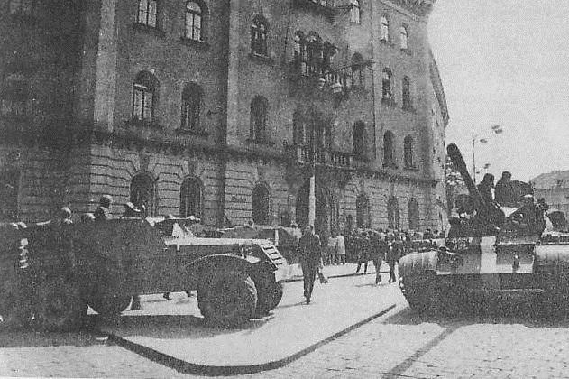 Okupanti na náměstí Republiky.
