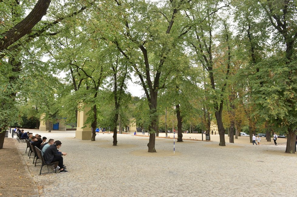 42596d4ae17 GALERIE »Všichni na Petřín!« Rekonstrukce okolí pražské Eiffelovky ...