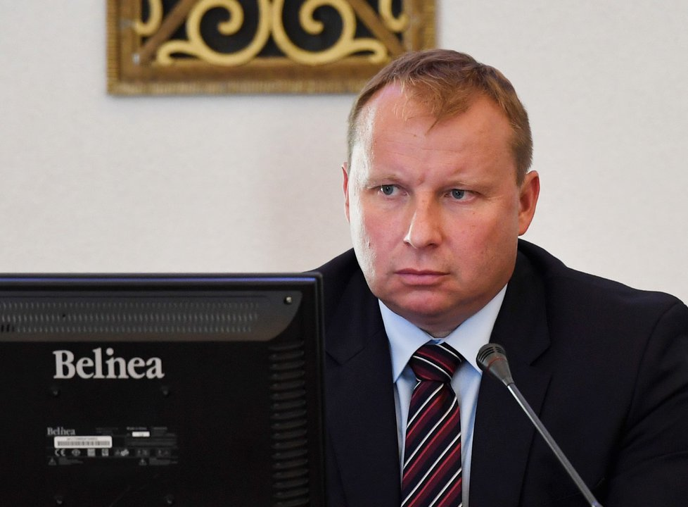 Europoslanec Miroslav Poche skončí na ministerstvu zahraničí k 1. listopadu.