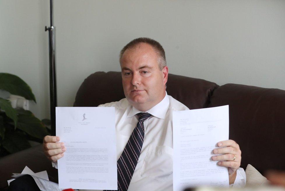 Michek ukázal i výzvu, kterou poslal Petře Paroubkové kvůli vrácení peněz od obou manželů