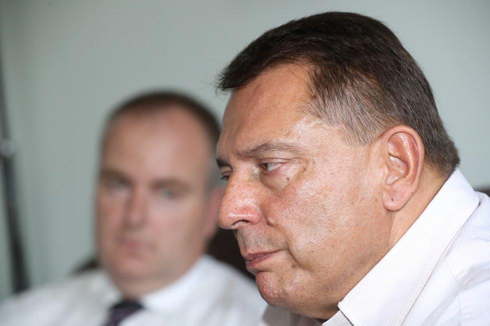 Jiří Paroubek nepřímo obvinil svou ženu Petru, že z jeho bankovního sejfu zmizelo dohromady 5 milionů korun