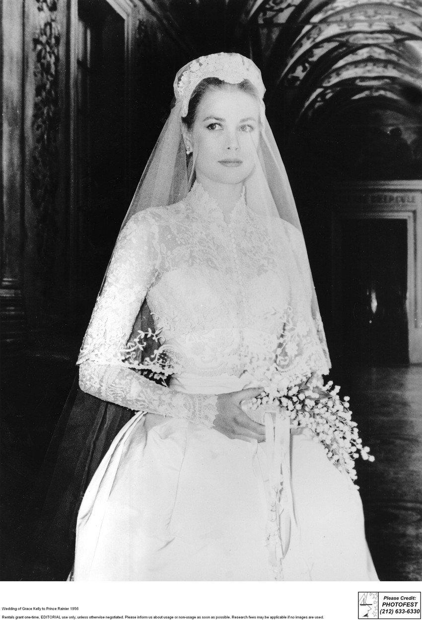 Jako nevěsta byla nádherná. Její šaty později tak trochu okopírovala vévodkyně Kate