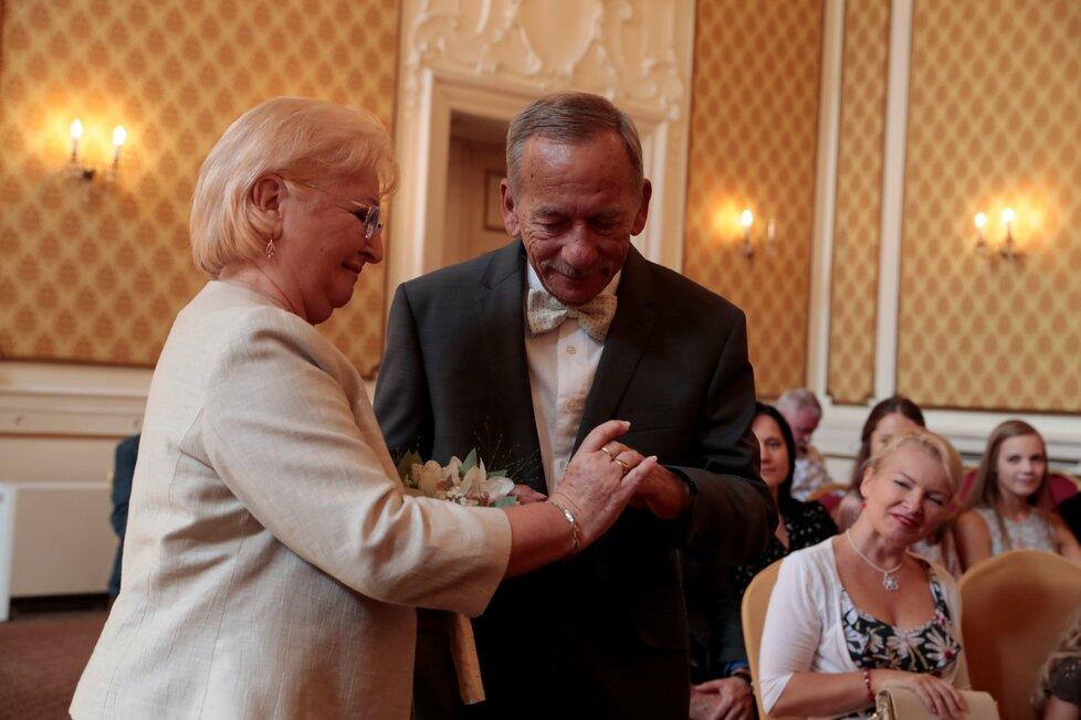 Senátor Jaroslav Kubera s manželkou Věrou po 50 letech obnovili manželský slib (15.9.2018)