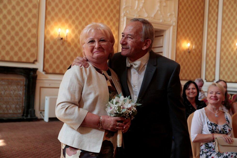 Senátor Jaroslav Kubera s manželkou Věrou po 50 letech obnovili manželský slib. (15.9.2018)