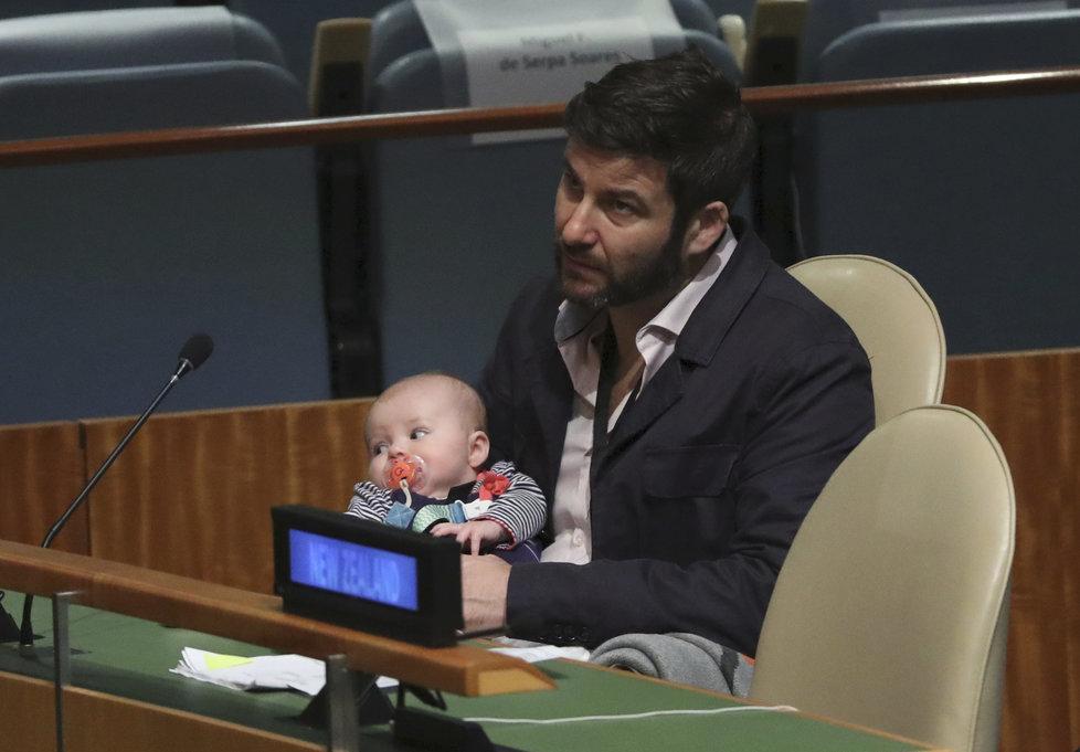 Partner premiérky Ardernové, Clarke Gayford, měl Neve na starost i během Valného shromáždění OSN v roce 2018.