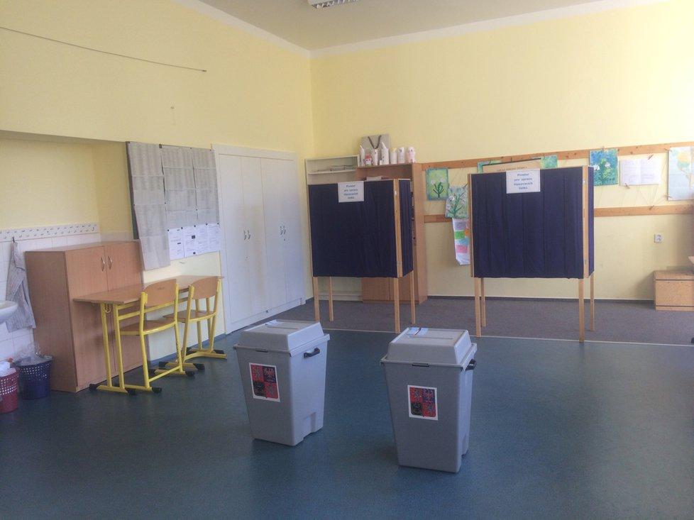 Základní škola Hanspaulka na Praze 6 během voleb 5.10.2018
