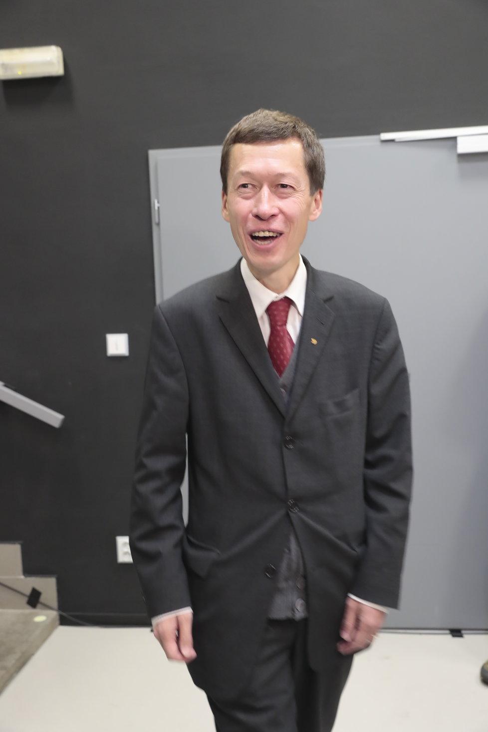 Volby 2018, KDU-ČSL: Do volebního štábu dorazil kandidát do Senátu Hayato Okamura
