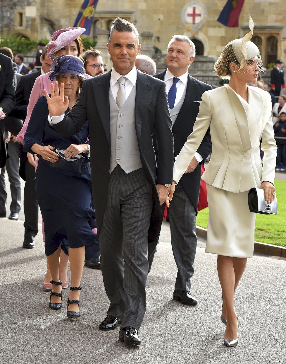 Robbie William s manželkou na svatbě princezny Eugenie