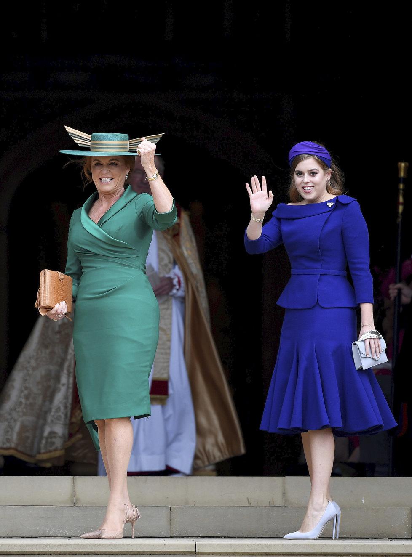 Matka a sestra nevěsty - tedy Sarah - Vévodkyně z Yorku a princezna Beatrice