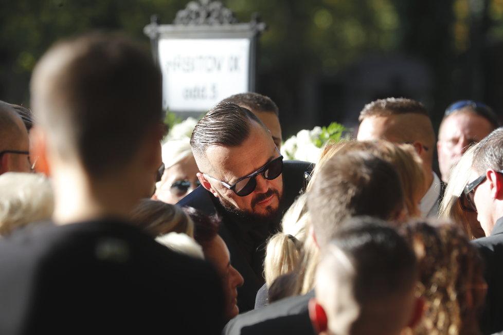 Poslední rozloučení s Janem Kočkou. Jeho otec se rozplakal.