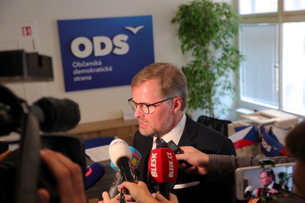 Předseda Petr Fiala dorazil do štábu ODS 13.10.2018 v dobré náladě