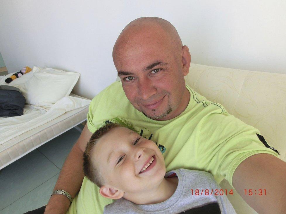 Adámek, kterého opustila lékařka, vdechl krev. Pak se mu zastavilo srdce, maminka zkolabovala