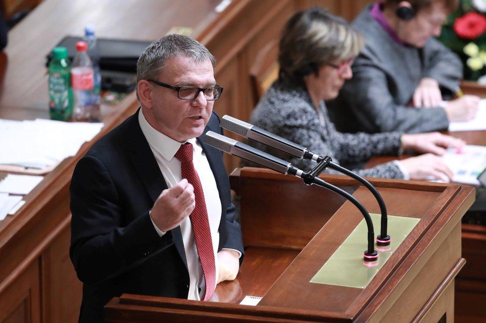 Lubomír Zaorálek má výhrady k vládě Andreje Babiš - pokud by sociální demokraté zůstali při hlasování v sále, sám by nakonec kabinet podpořil a hlasovali by proti nedůvěře vládě
