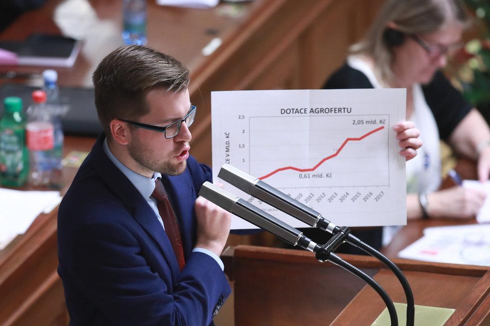 Pirát Jakub Michálek během debaty při návrhu na vyslovení nedůvěry vládě (23.11.2018)