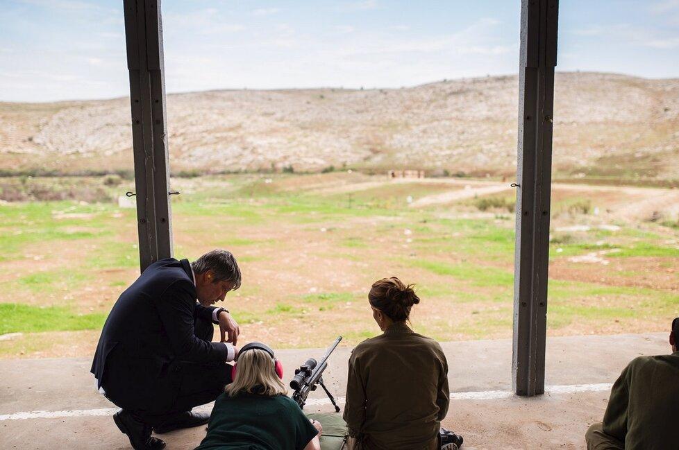 Ivana Zemanová navštívila v Izraeli výcvikové středisko odstřelovačů izraelské vojenské bojové jednotky.