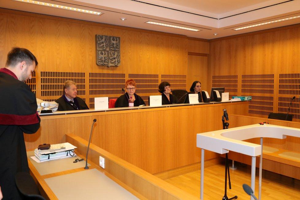 Soudní líčení s obžalovaným Tomášem Řepkou kvůli podvodnému prodeji osobního automobilu.