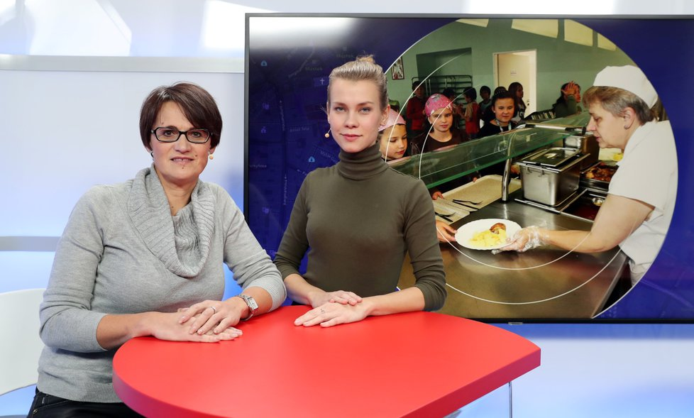 Odbornice pro vzdělávání Miluše Vondráková hovořila 10.12. 2018 v pořadu Epicentrum na téma obědy zdarma do škol. Vpravo moderátorka Markéta Volfová.