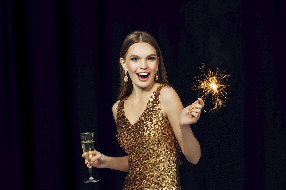 Ty nejlepší šaty na silvestrovskou párty  Jaké se letos nosí   c557b98ffd