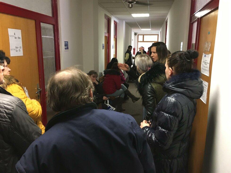 Lidé čekají na úřadu práce v Ostravě (9.1.2019)