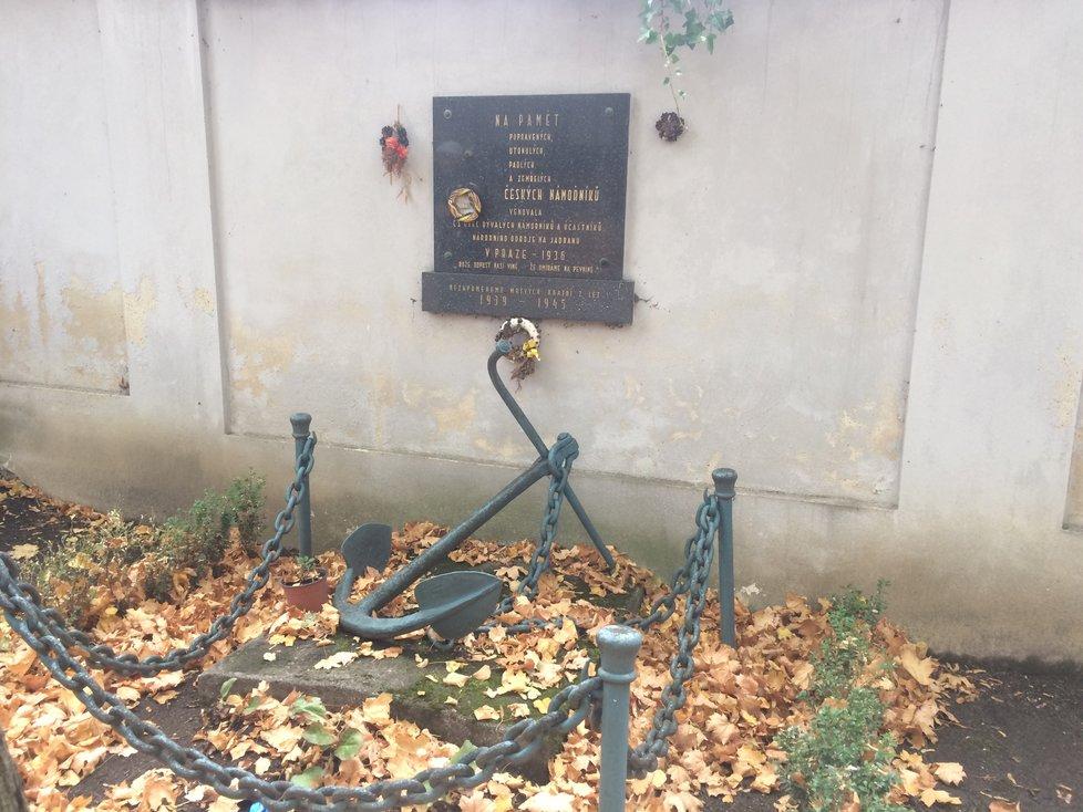Své hroby či pomníčky mají na Olšanských hřbitovech vojáci, letci, nebo také námořníci.