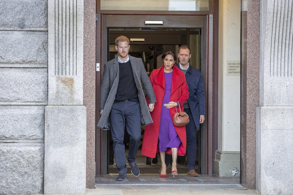 Těhotná Meghan Markle s princem Harrym navštívili anglické metropolitní hrabství Merseyside.
