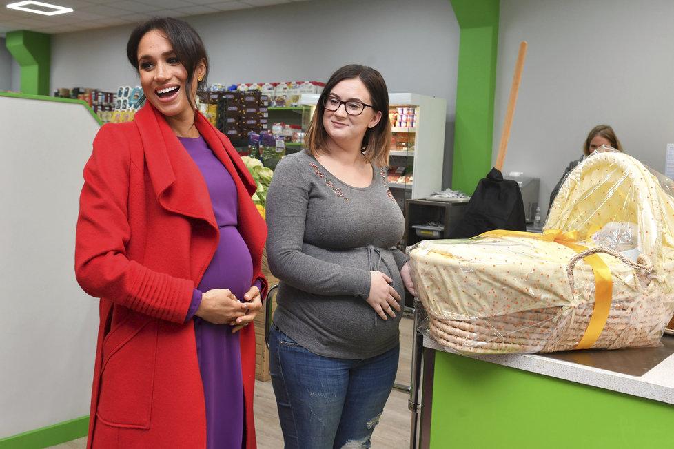 Těhotná Meghan Markle bude rodit koncem dubna, začátkem května.