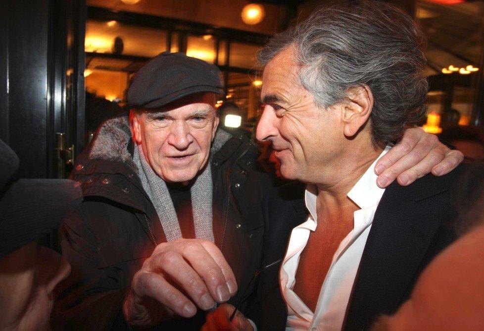 Spisovatel Milan Kundera (vlevo)