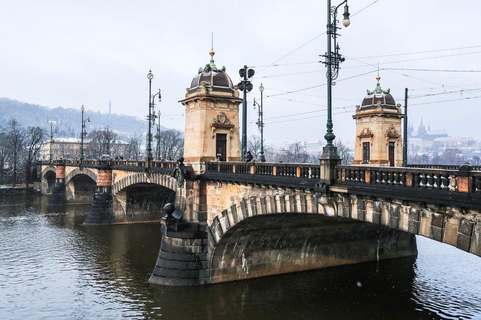 Magistrát chce dokončit diagnostiku Hlávkova mostu a mostu Legií do června 2019.