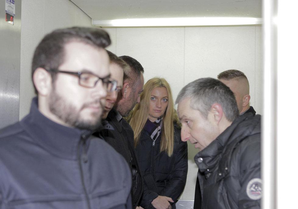 Petru Kvitovou u soudu doprovází ochranka