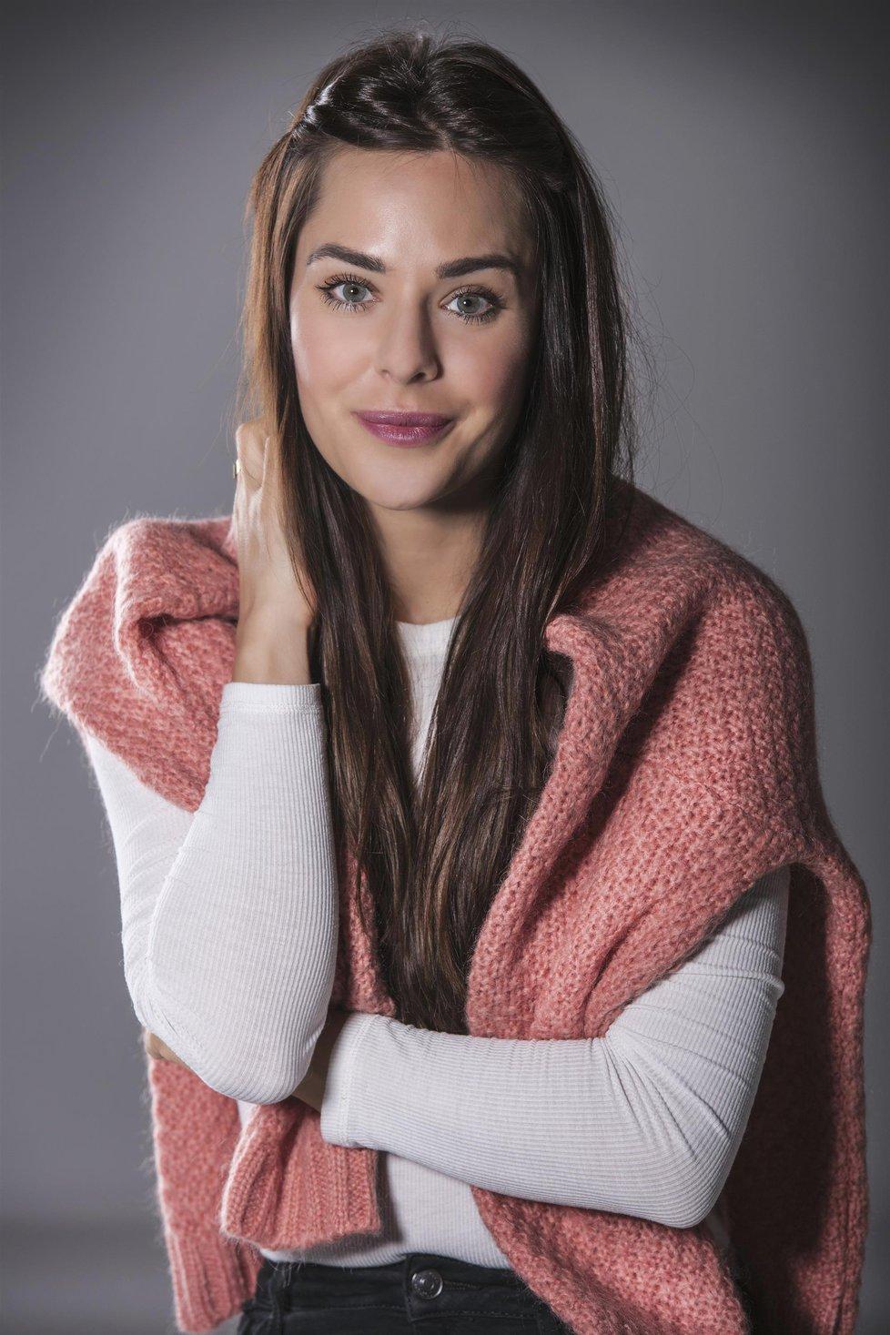 Herečka Dominika Býmová.