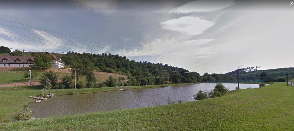Načerno postavený rybník v Osvětimanech na Uherskohradišťsku, který patří Vratislavu Mynářovi.