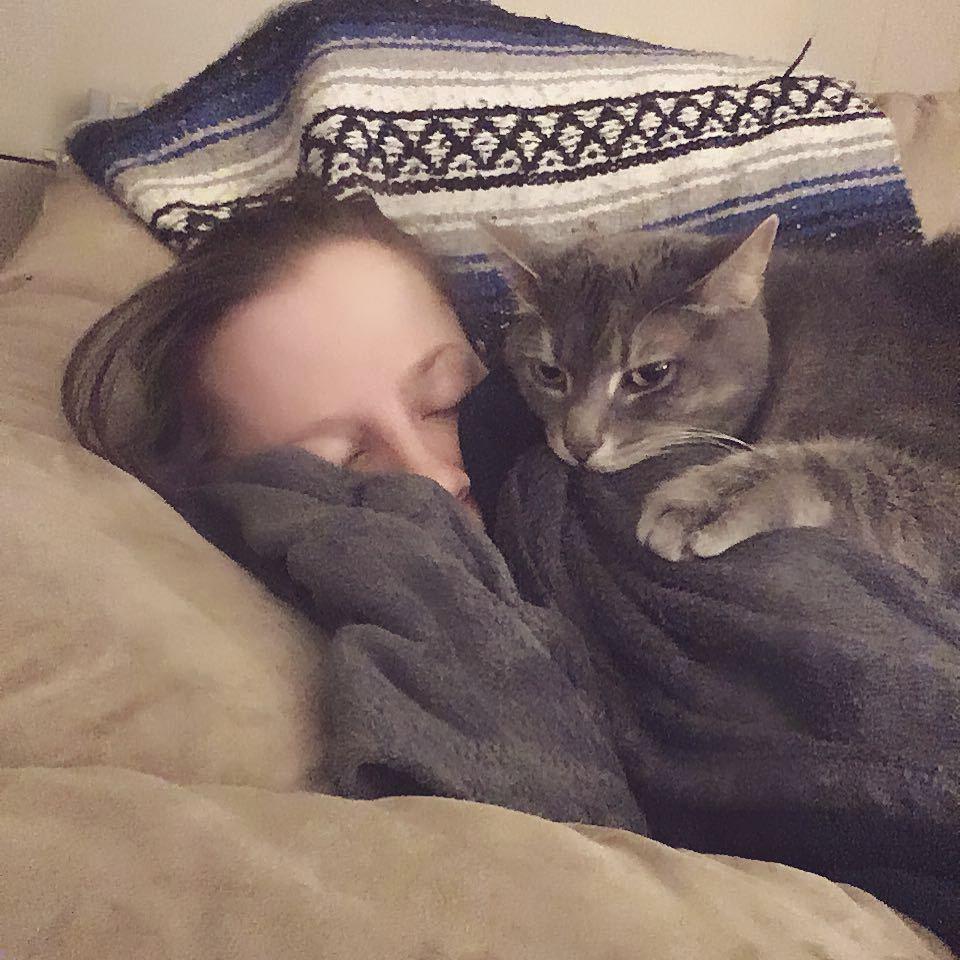 Takto kočka často upozorňovala, že by se na děťátko měla její panička Joanna připravit.