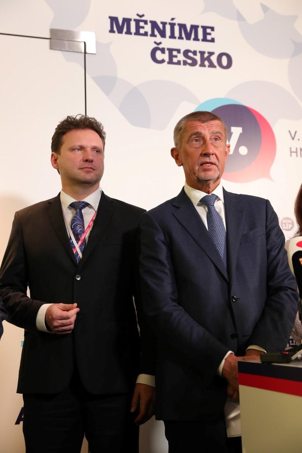 Premiér Andrej Babiš s novou posilou ve vedení hnutí ANO. Post předsedy po Martinu Stropnické převzal Radek Vondráček (17. 2. 2019)