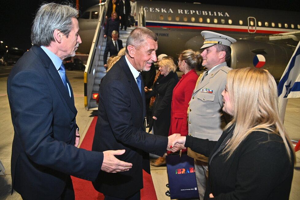 Přivítání Andreje Babiše v Izraeli. Vlevo velvyslanec Martin Stropnický