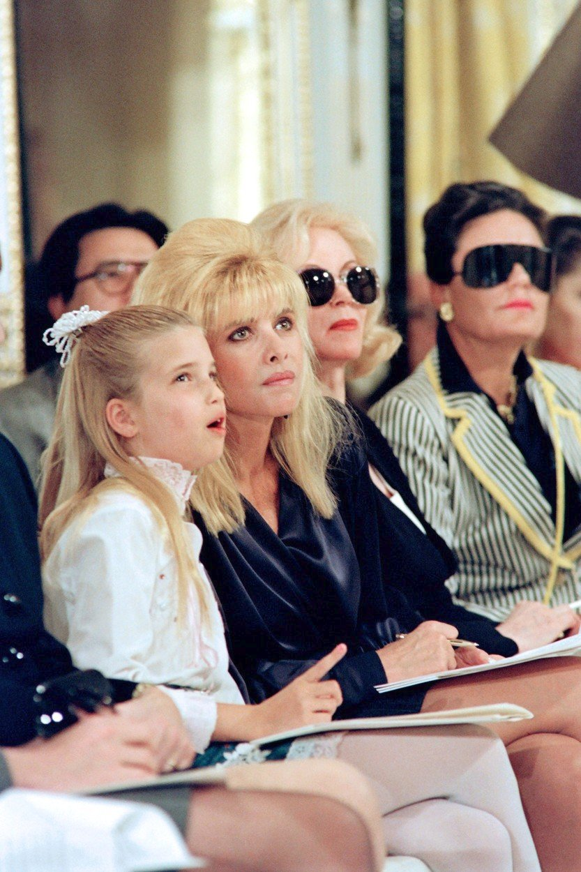 Ivana Trump se svou dcerou Ivankou na módní přehlídce v roce 1991