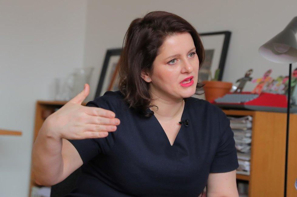 Z ředitelky odboru se Jana Maláčová vyšvihla až na ministryni. Teď kandiduje také na místopředsedkyni ČSSD.