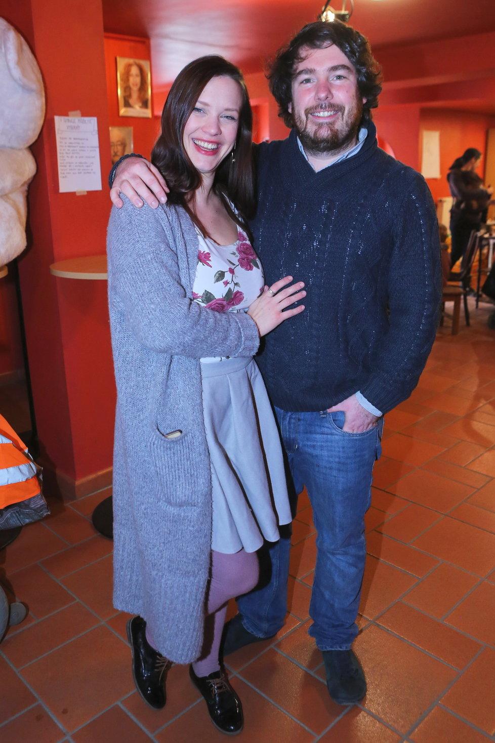 Kristýna Leichtová půl roku po porodu s otcem svého dítěte Vojtěchem Štěpánkem.