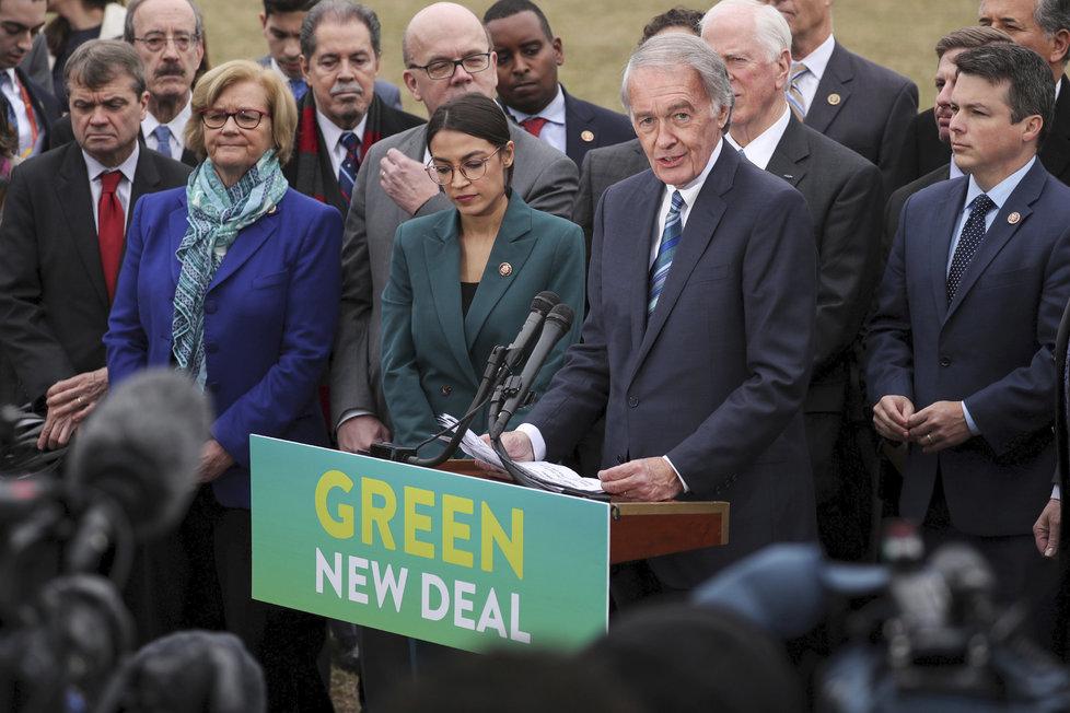 Alexandria Ocasiová-Cortezová během představování programu Nový zelený úděl