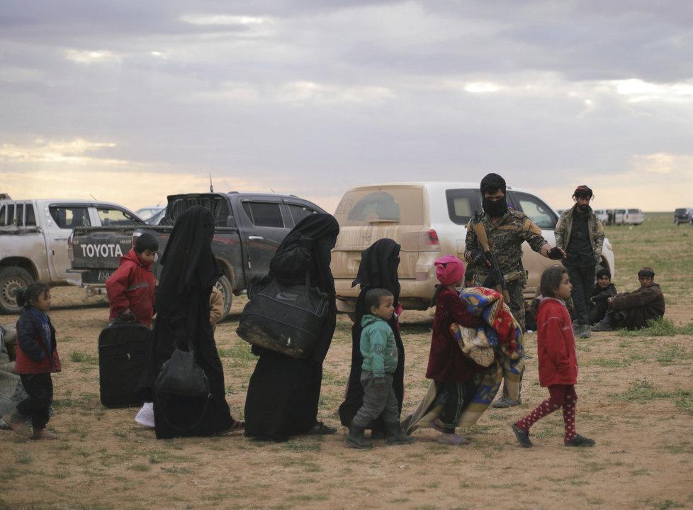 Děti islamistů umírají hladem a zimou. Mnoho z nich nepřežije cestu do uprchlického tábora, (1.03.2019).