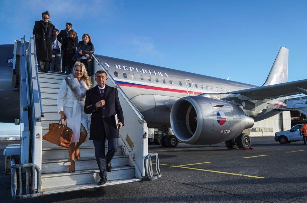 Premiér Andrej Babiš (ANO) se svojí manželkou Monikou před odletem do USA (5.3 2019)