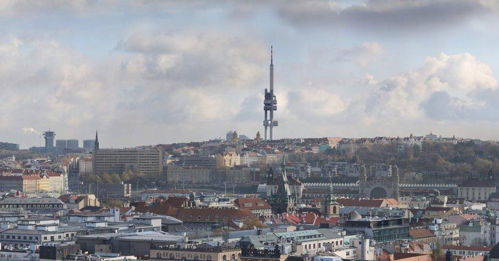 Za budovou hlavního nádraží se tyčí Žižkovská věž. Vzdušnou čarou na nádraží je to 1,15 kilometru a k věži 2,27 kilometru.